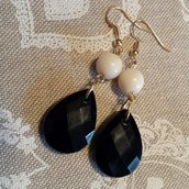 Orecchini pendenti bianco e nero