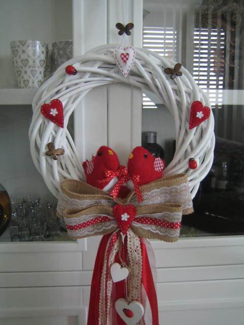 Allegra ghirlanda bianca e rossa