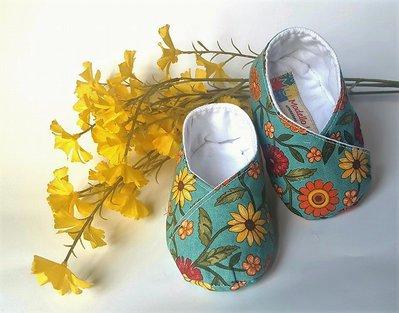 scarpine bebè  cotone azzurro con fantasia a fiori gialli e arancioni