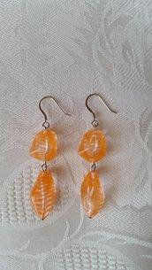 Orecchini pendenti trasparenti con righine arancioni