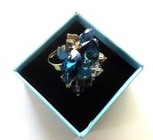 Anello regolabile con base color oro con swarovski elements toni blu,azzurro idea regalo per lei