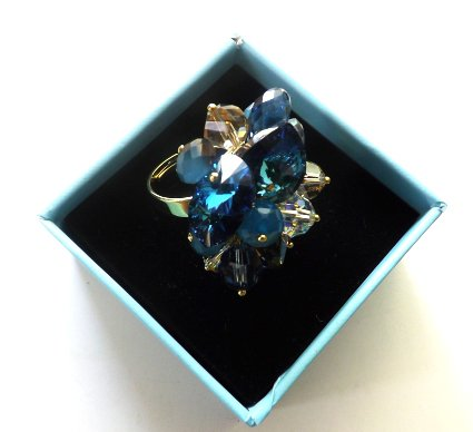 Anello regolabile con base color oro con swarovski elements toni blu,azzurro idea regalo per lei