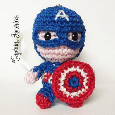"""Pupazzetto portachiavi uncinetto amigurumi Capitan America """"the Avengers"""""""