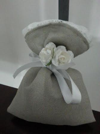 sacchetto bomboniera color juta con gessetto profumato