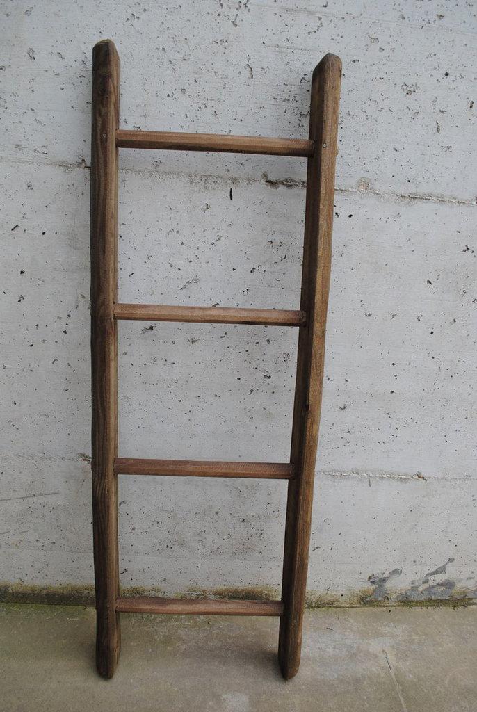 Scala in legno -Noce medio-