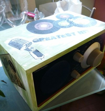 Radio dipinta e decupage