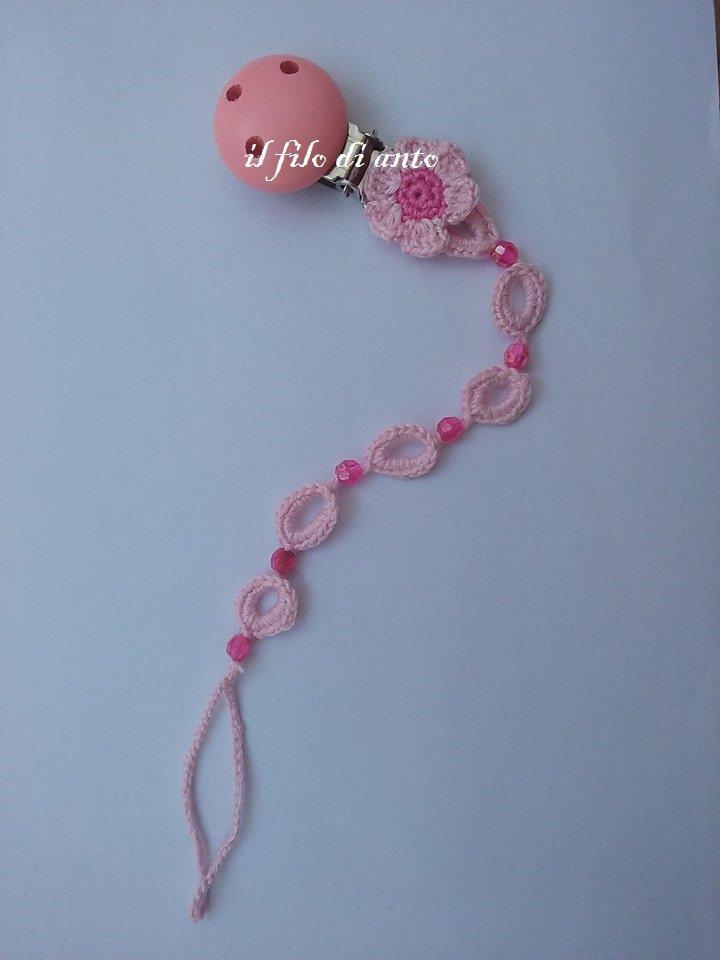 Catenella portaciuccio rosa con  fiore e perline fucsia