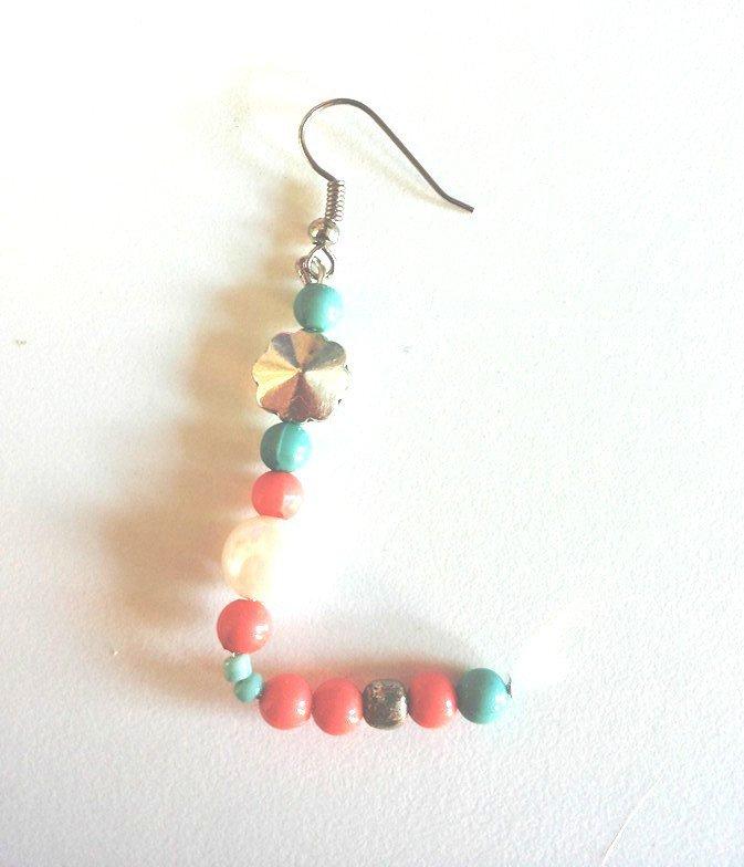 """Lettere serie """"Regalettera"""" su ordinazione fatte con perline rosa corallo e turchese perle medie e boule in metallo"""