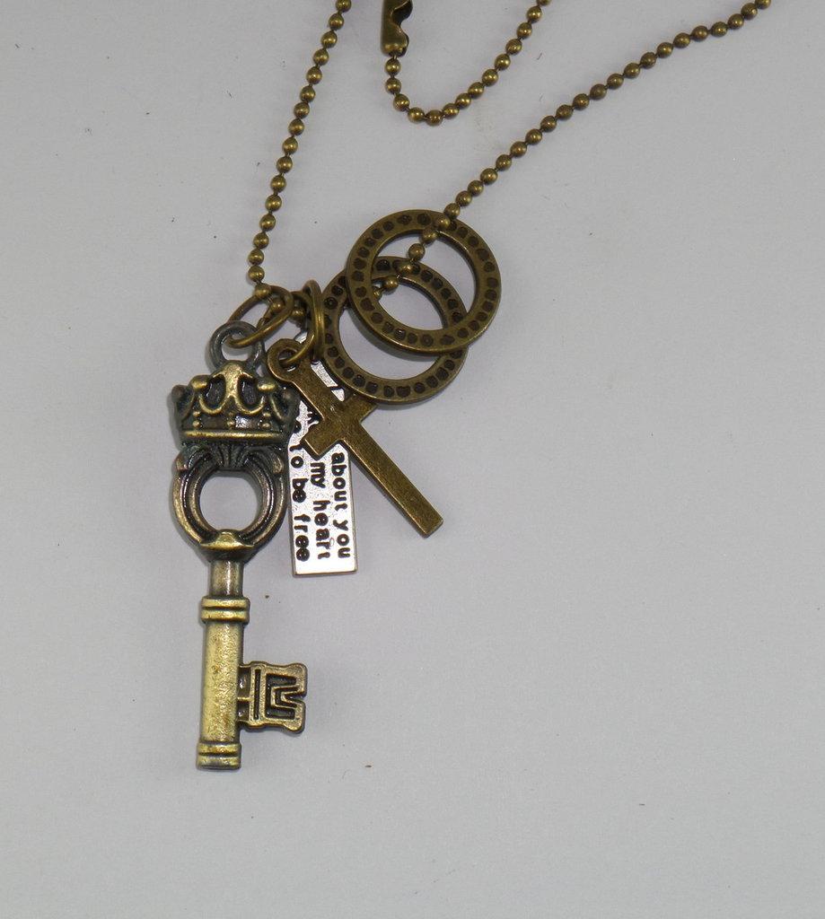 Collana pallinata bronzo con ciondolo a forma di Chiave con Corona