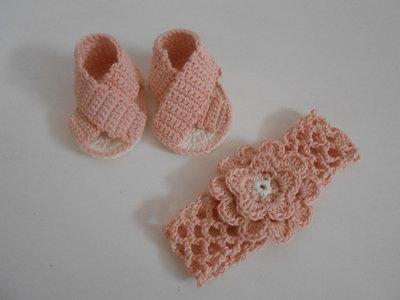 Parure scarpine e fascia capelli bimba in cotone bianco rosa, idea regalo.