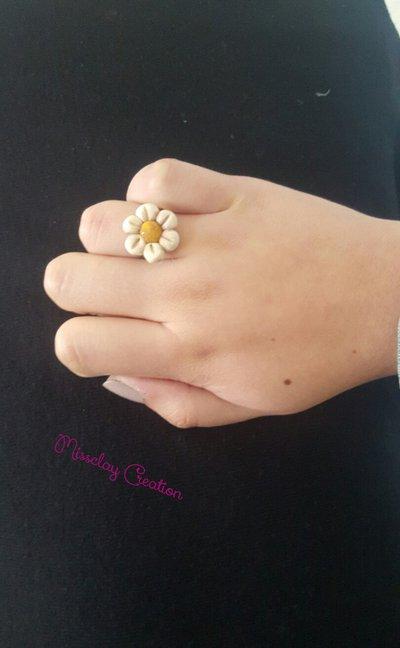 Anello con fiore in fimo