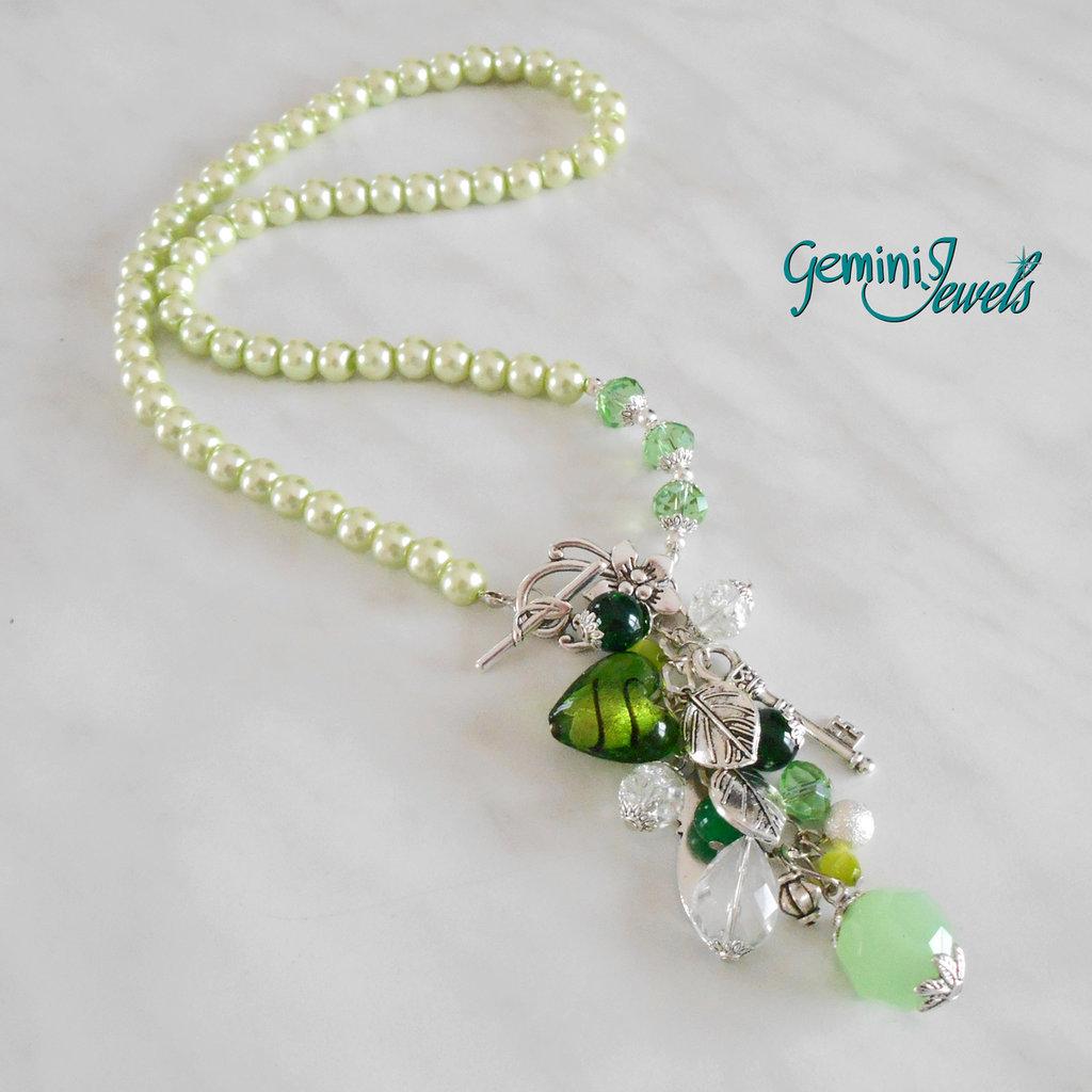 Collana perle verde lime con ricco pendente