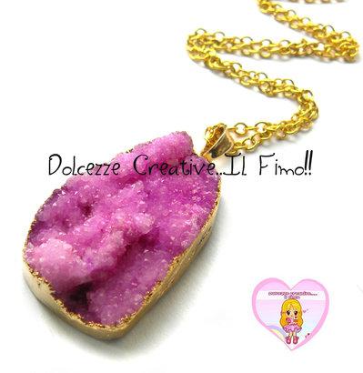 """Collana Collezione """"Precious"""" in Agata naturale rosa e cornice di ottone dorata"""