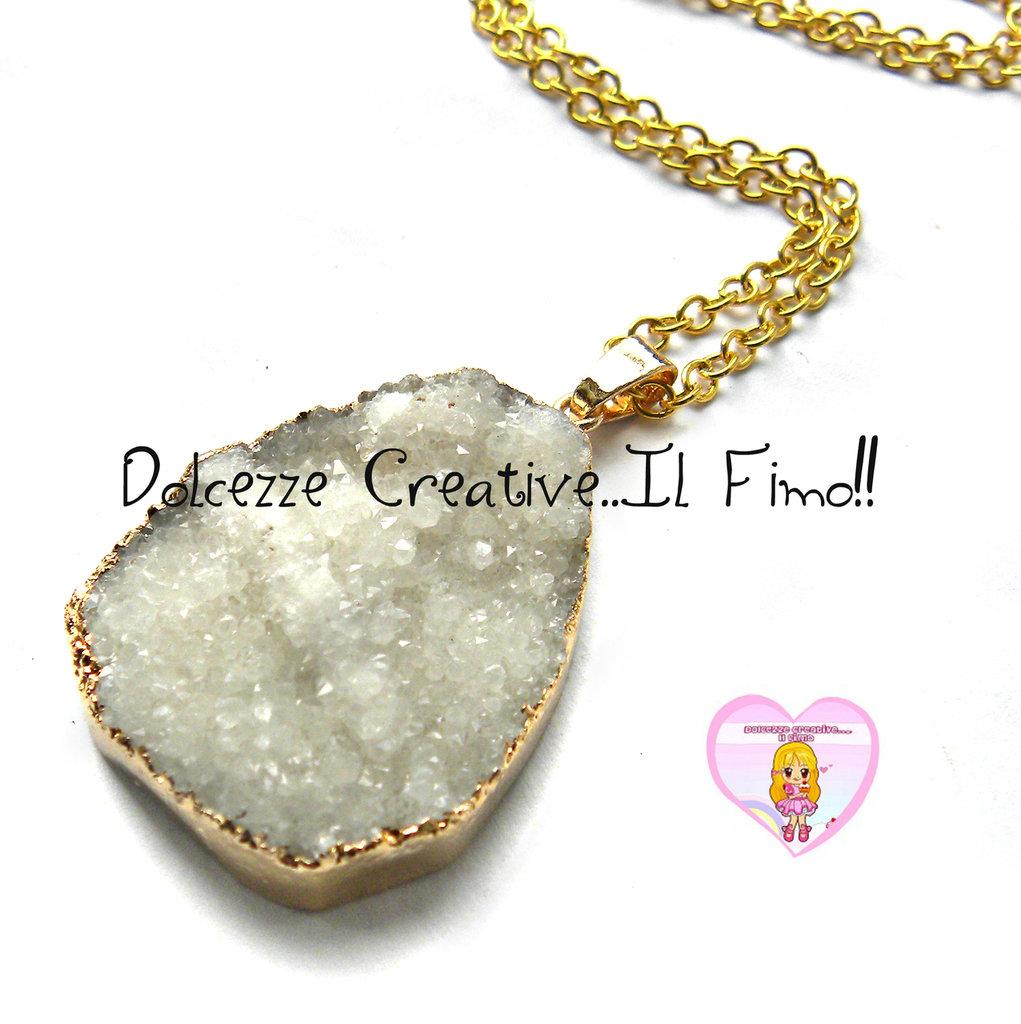 """Collana Collezione """"Precious"""" in Agata naturale bianca e cornice di ottone dorata"""