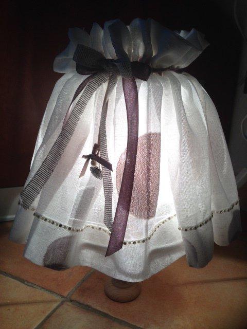 Abat-jour, lampada da tavolo o comodino con strass