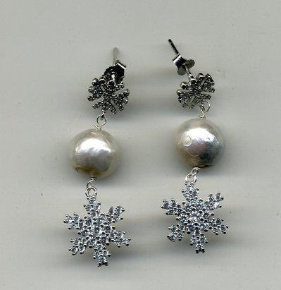 Orecchini in argento micropavettato e perla tonda bianca
