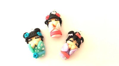 MONDO KOKESHI dipinte a mano  - fimo LOTTO OFFERTA STOCK - 3 ciondoli per orecchini collane compleanno idea regalo