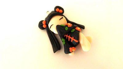 MONDO KOKESHI - fimo  BAMBOLA GIAPPONESE  per orecchini collane compleanno - nero-arancio