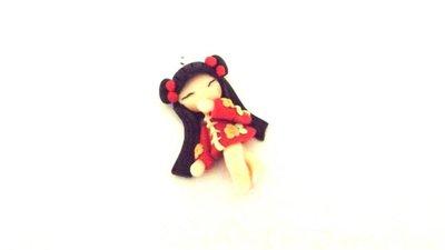 MONDO KOKESHI - fimo  BAMBOLA GIAPPONESE  per orecchini collane compleanno - rosso
