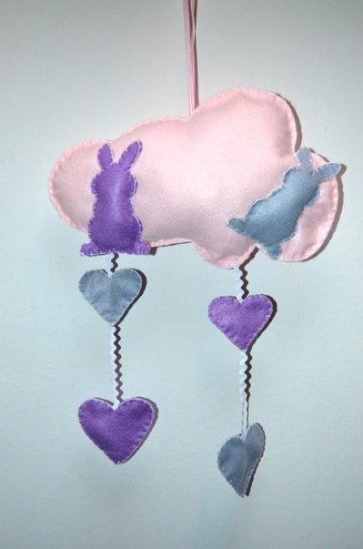 Fiocco nascita a forma di nuvola con coniglietti e cuoricini