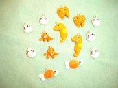 FIMO - kawaii -  un ciondolo charms  a scelta estate - il popolo del mare - arancio conchiglie pesciolini polipini