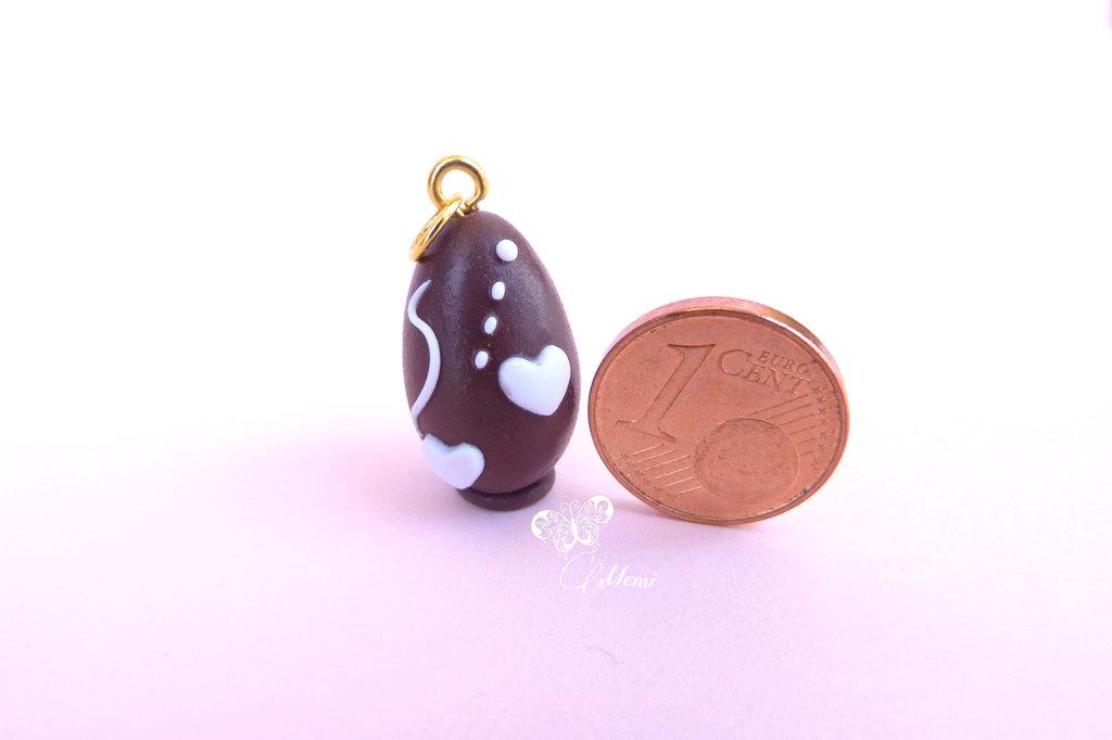 Ciondolo Uovo di cioccolato con decorazioni bianche COLLEZIONE MEMI'S BAKERY