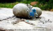 Collana tartaruga resina fiori naturali colorati blu