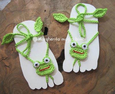 Sandali piedi nudi baby - ranocchio all'uncinetto - decorazione piede bambino - idea regalo!