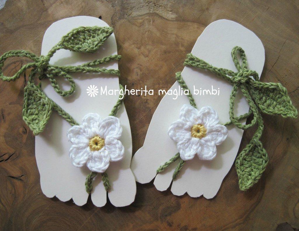 Sandali piedi nudi baby - margherita all'uncinetto - decorazione piede bambina - idea regalo!