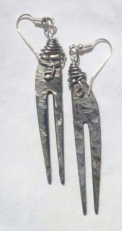 """Orecchini pendenti fatti a mano recuperando vecchie posate.Serie""""In-posa"""""""