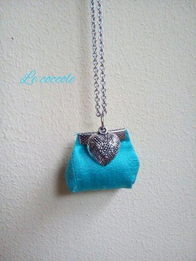Collana a borsetta azzurra con cuore