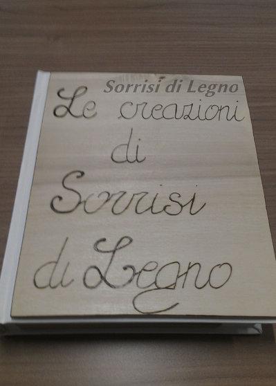 ALBUM PORTAFOTO A LIBRO CON COPERTINA IN LEGNO