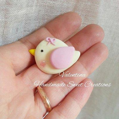 Calamita uccellino color panna e rosa con fiocchetto