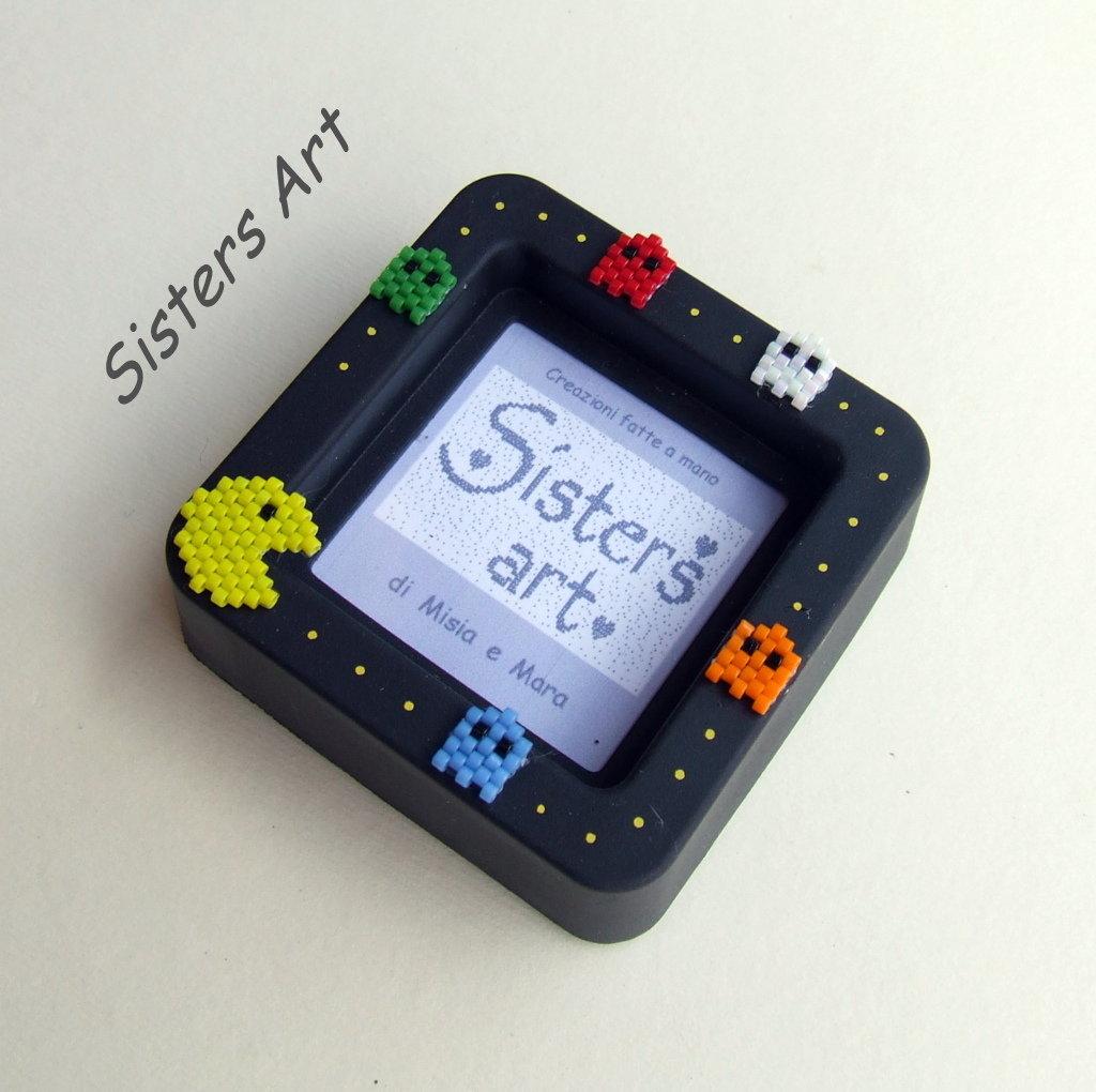 """Mini portafoto """"Pac Man"""" con decorazioni realizzate con perline Miyuki delica"""
