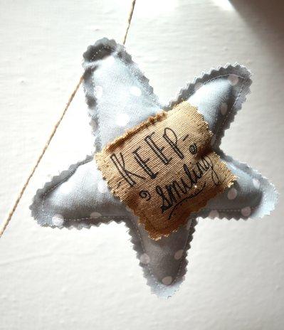 Decoro a parete con  stelle e frasi motivazionali