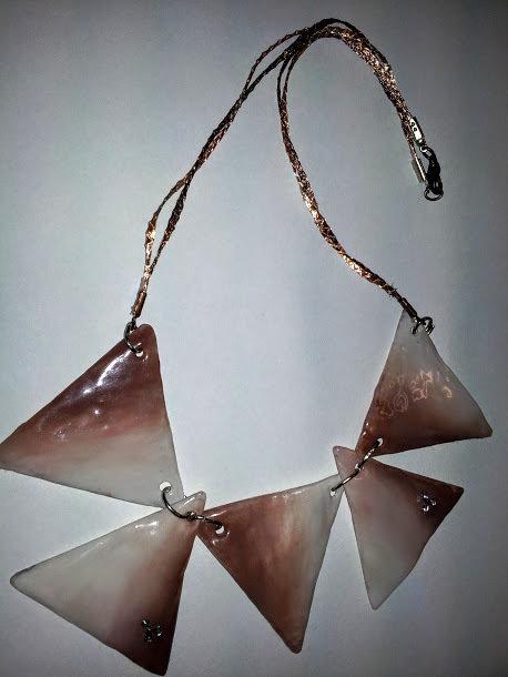 collana girocollo con triangoli e strass , materiale leggero , pezzi unici