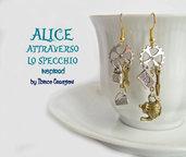 Orecchini pendenti in metallo - Alice e il Tempo