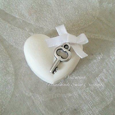 Gessetti cuore decorato con charm chiave