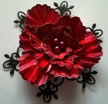 Fiore di carta fatto a mano