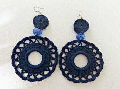 orecchini cerchi pendenti blu