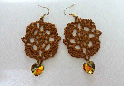 orecchini color ambra con cuore pendente