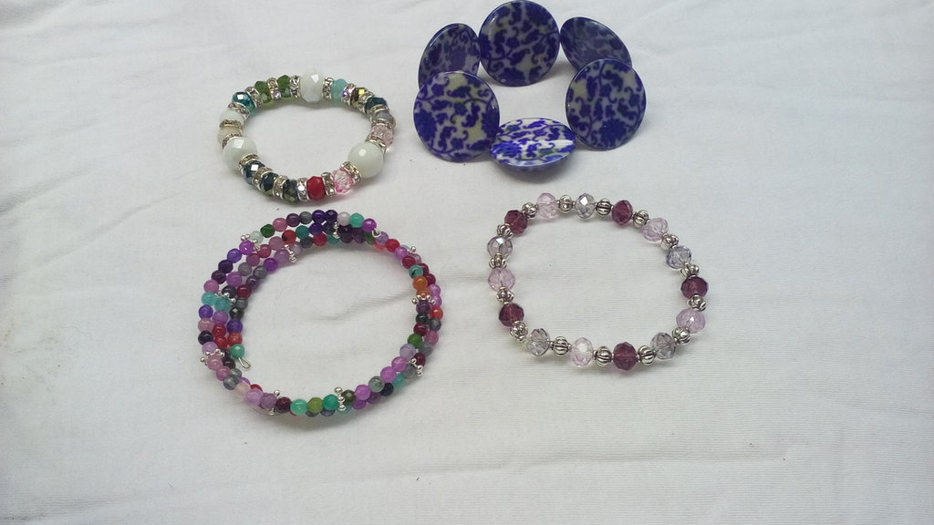 bracciali in perle e placche