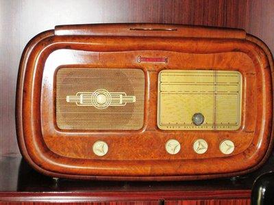 Radio vintage con giradischi