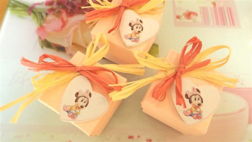 BOMBONIERA  CONFEZIONATA BATTESIMO NASCITA COMPLEANNO mod 2   - con scatola confetti ROSA - MINNIE BABY  - no fimo
