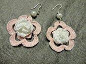 Orecchini a forma di fiori con perla