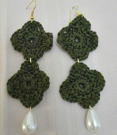 orecchini verde scuro con perla pendente