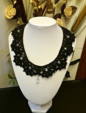 """collana """"colletto nero""""  con pendente"""