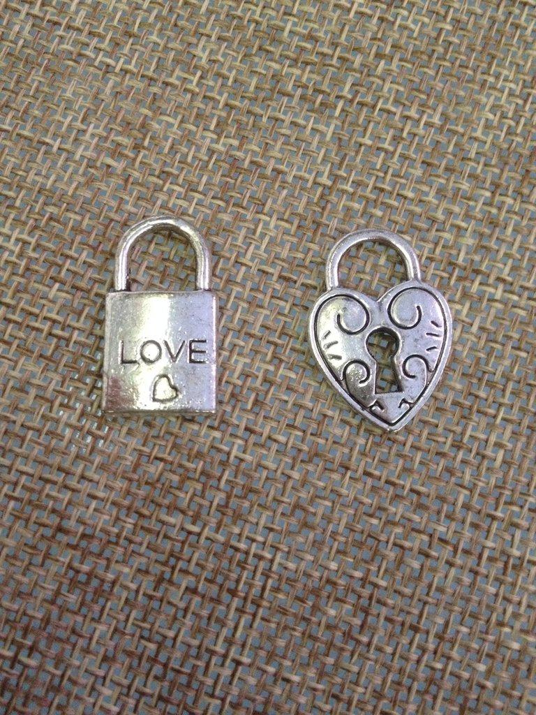 ciondolo cuore o lucchetto serratura