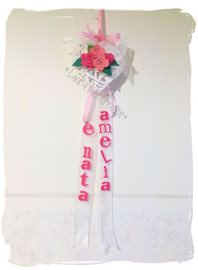 Fiocco nascita cuore in vimini con rose in feltro