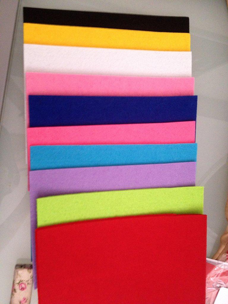 10 fogli a 4 in feltro in diversi colori
